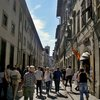 очень хорошо во Флоренции людям высокого роста - и фото хорошо делать без голов в кадре и из толпы туристов выгодно выделяешься.