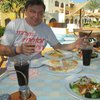 В баре можно съесть сэндвичи с различной начинкой,пиццу, вкусный греческий салат