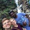 Мы с Патумом возле водопада