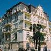 Фасады отелей на центральных улицах сохранили свой оригинальный стиль
