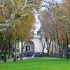 Парк перед входом во дворец султана