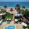 Вид из номера на бассейн отеля и пляж