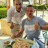 Официант Мухаммед,в ресторане около пляжа