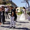 У місцевих наречених повинні бути шикарні весільні фото!