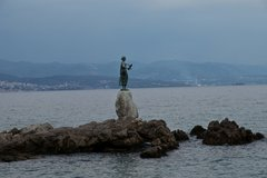 Статуя Девушка с чайкой