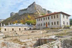 Крымский исторический музей Ларишес