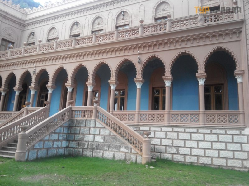 Дворец Паласио-де-Ла-Глорьета