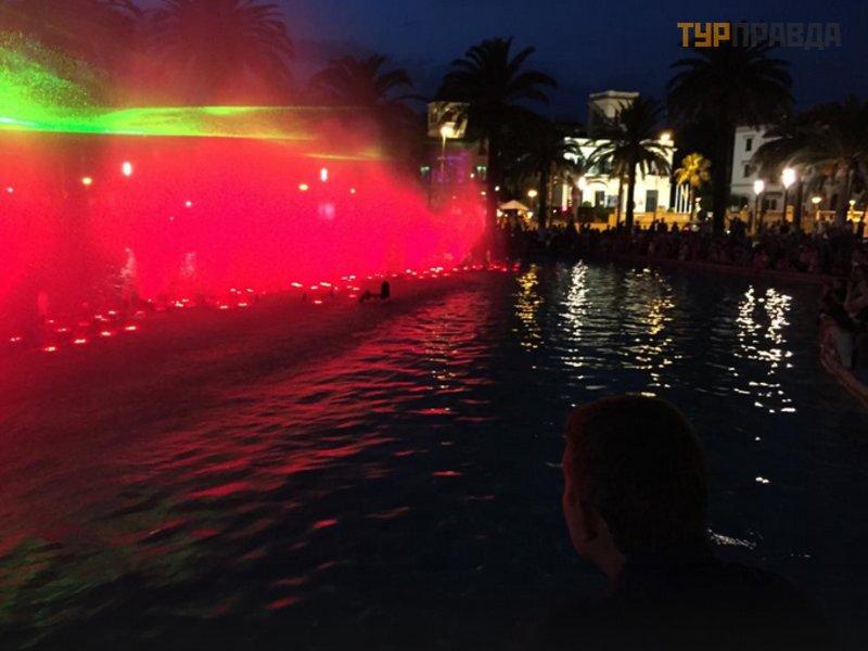 Светящийся фонтан Салоу