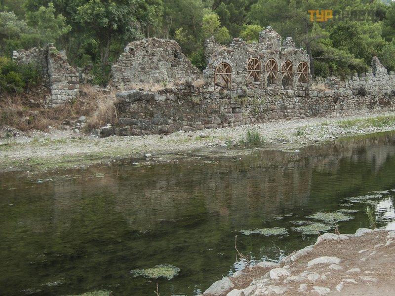 Руины города Олимпос