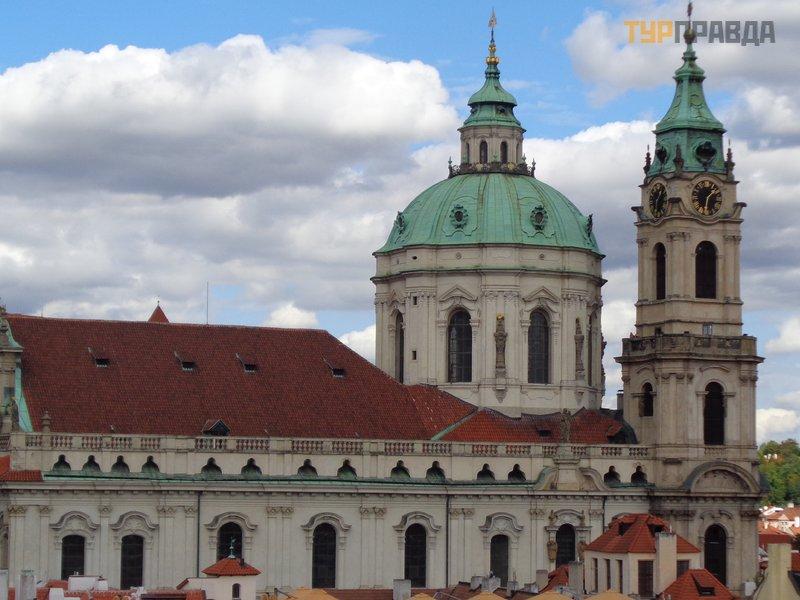 Костел Святого Николая на Малостранской площади
