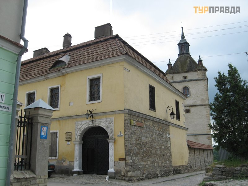 Дворец епископа (Музей древностей)